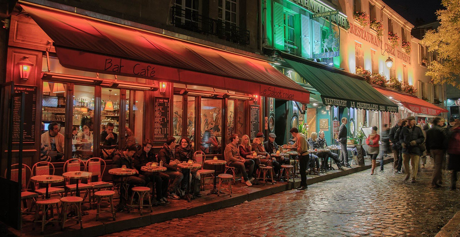 best hostels europe paris cafe