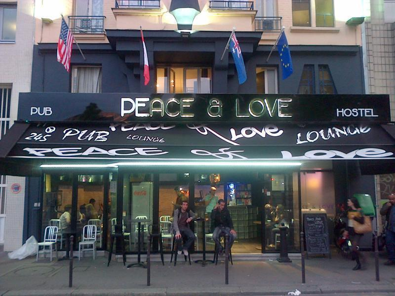 peace and love hostel paris