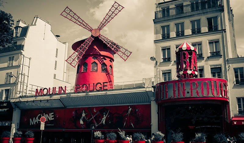 cheap hostels in paris moulin rouge paris