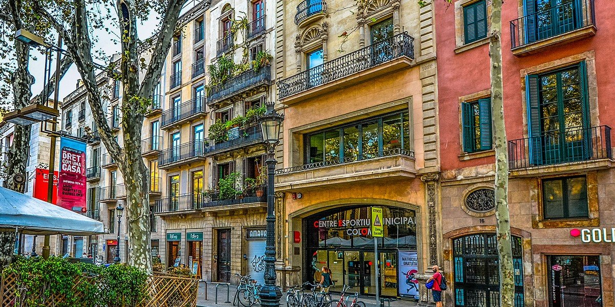 barcelona street buildings fascade