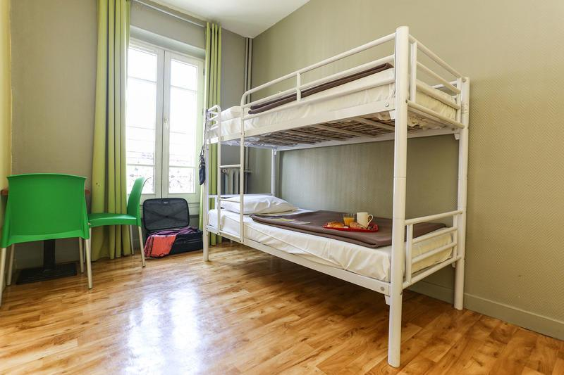 Cheap Hostels in Paris Le Montclair