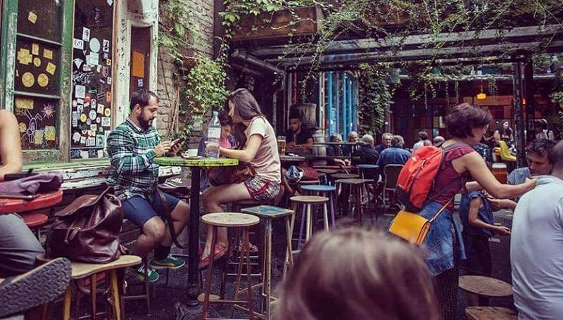 Ruin Bars Budapest Szimpla Kert
