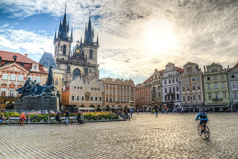 best things to do in prague old town square